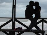 Láska je nebo, láska je sen, láska je človek, ktorého chcem. Láska je neha, po ktorej túžim, láska je človek, ktorého ľúbim.